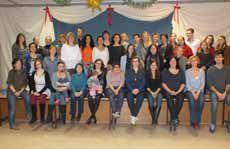 Kolleginnen und ehemalige Mitarbeiterinnen beim Abschiedsfest für Claudia im Dezember.