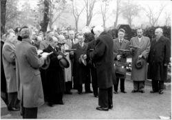Allerheiligen 1957 – Totengedenken am Asperner Friedhof